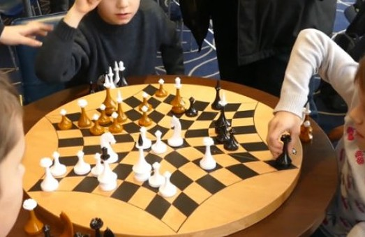 Харків'янам з дітьми пропонують ознайомитися з інтелектуальними видами спорту