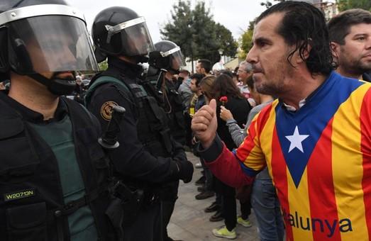 Референдум про незалежність Каталонії переріс в масове побоїще/Фото, Відео