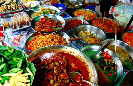 Харків'ян спробують переконати, що їсти на вулицях корисно для здоров'я