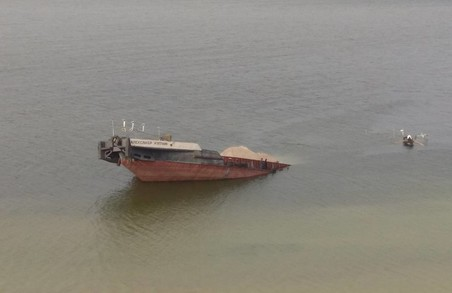 Каховське водосховище забрудено нафтою/ Фото