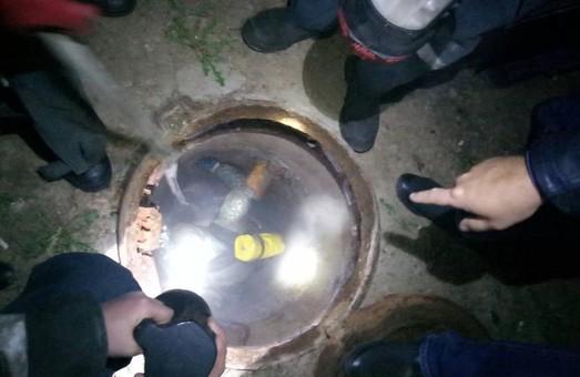 На Холодній Горі двоє побили третього і викинули в каналізацію