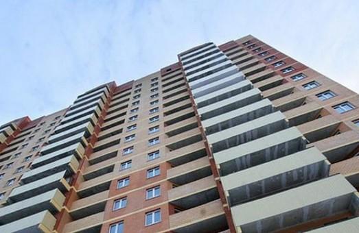 17-річна дівчина вистрибнула з балкону п'ятнадцятого поверху