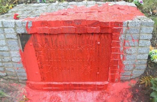 У Харкові шукають вандалів, що зіпсували пам'ятник воїнам УПА / Фото