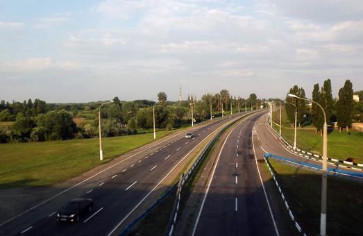 Обласні центри мають бути поєднані якісними автошляхами – Омелян
