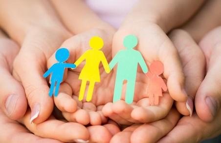 Камбмін запропонував обмежити опікунство та усиновлення