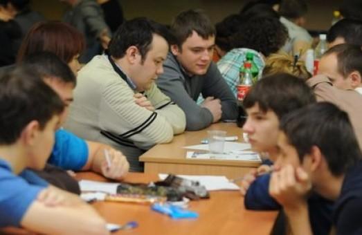 Вісім команд вийшли у фінал студентського кубка з гри «Що? Де? Коли?»