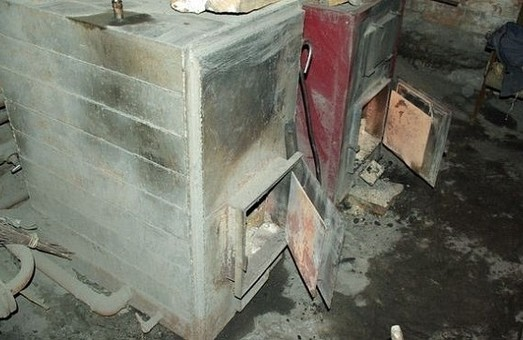 """Сільській """"кулібін"""" винайшов котел, що спалює все/ Відео"""