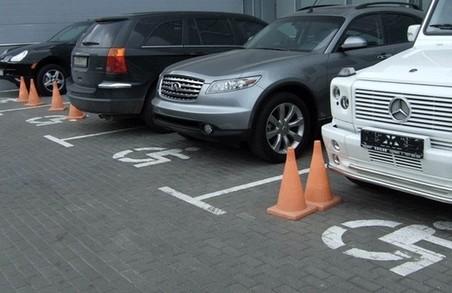 Посилена відповідальність за паркування на місцях для інвалідів