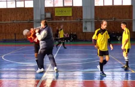 Футзал: суддя отримав у пику під час матчу в Харкові / ВІДЕО