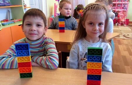 Початкова школа України переходить на LEGO