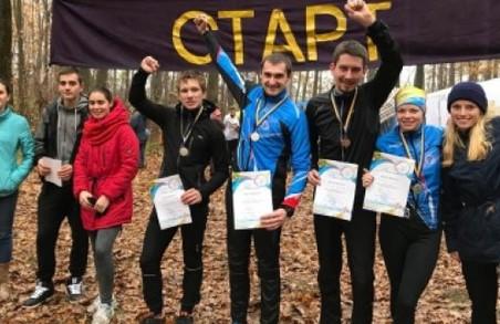 «Золота осінь». Юнаки та ветерани легкої атлетики взяли участь в традиційному легкоатлетичному кросі