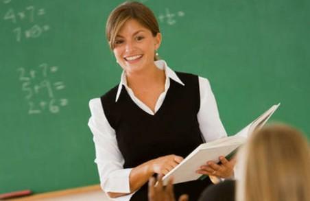 Зарплати вчителям фіксовано підвищать на 20-30%
