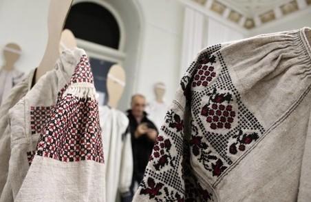 У Харкові стартувала виставка старовинних вишиванок/ Фоторепортаж