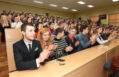 Стипендії студентам підвищили на 18%