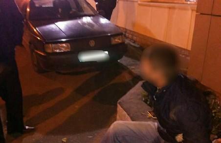 На Морозова і на Клочківській намагалися пограбувати салони автівок
