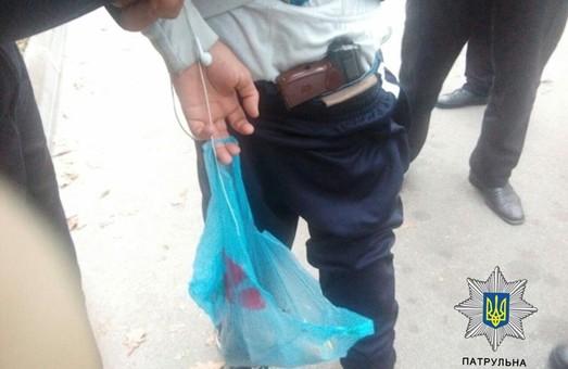 Молодик на Сумській удень погрожував пістолетом перехожим