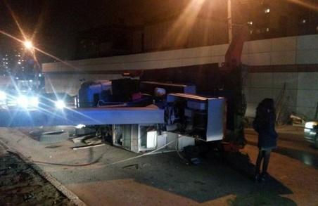 На Одеській впав автокран Фото