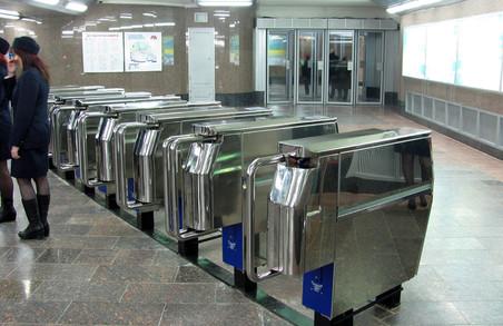 Харків`яни не хочуть з появою електронного квитка викидати старі картки метро