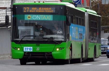 Харківському тролейбусу став на заваді баштовий кран