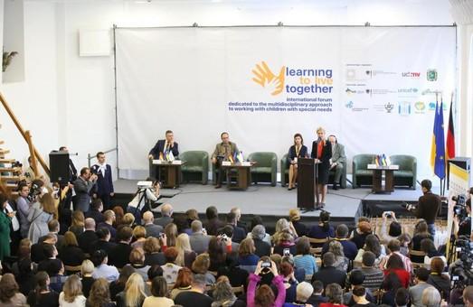 У 70% будівель закладів освіти у містах та районах області організовано вільний доступ, - Світлична про інклюзію в регіоні