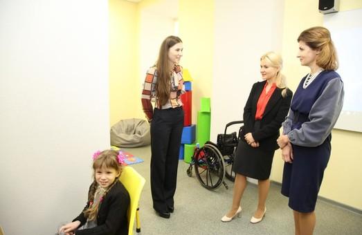 Марина Порошенко та Юлія Світлична розповіли про плани на відкриття ресурсних кімнат в країні та регіоні