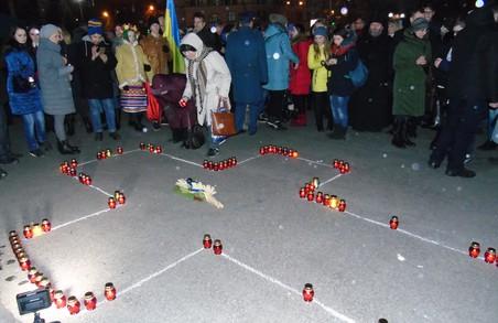 Харків'яни запалили свічки в пам'ять про жертв Голодоморів