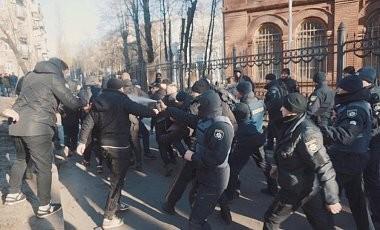 У Харкові представники Національного корпусу розгромили знімальний майданчик