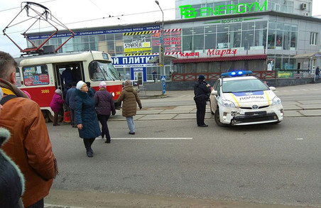 На Полтавському шляху в Харкові - ДТП за участю поліцейського Prius