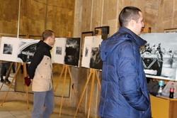 Харків'янам за допомогою фото розповіли про історію двох війн