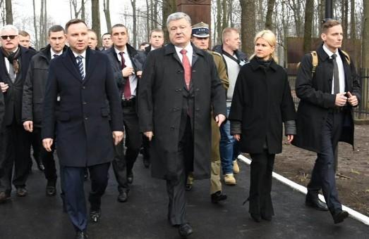 Петро Порошенко та Анджей Дуда поклали квіти до Меморіалу жертвам тоталітарного режиму: фото