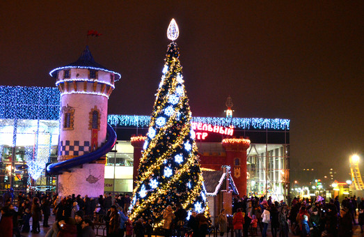 У парку Горького в Харкові вже відкрилася новорічна ялинка: програма святкових заходів