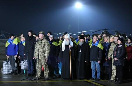 Як у Харкові зустрічали звільнених українських військових: подробиці
