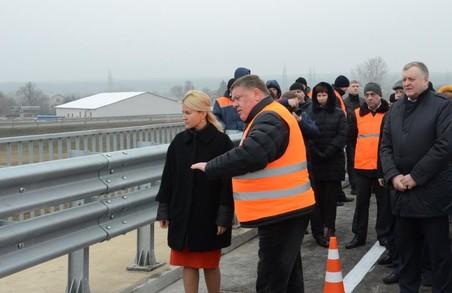 Дорожникам вдалося за три місяці відновити Пісочинський шляхопровід