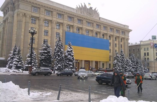 Будівля ХОДА знов прикрашена прапором України: фото
