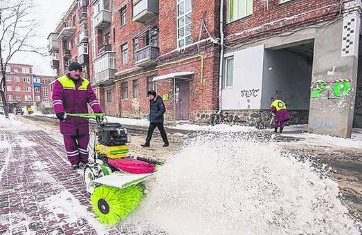 У Харкові триває боротьба зі снігом: цифри