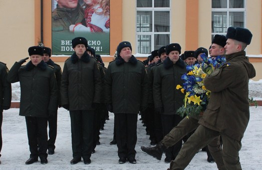 У Харкові військові та курсанти вшанували пам'ять героїв Крут