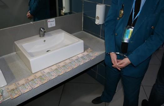 Ще один хабарник затриманий у Харкові. Цього разу - в аеропорту