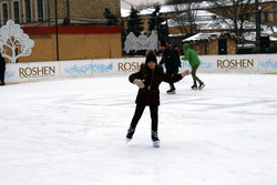 У Харкові зиму проводжають смачно та весело: на площі Свободи триває Масляний ярмарок (Фото)