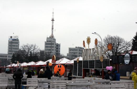 У Харкові зиму проводжають смачно та весело: на площі Свободи триває Масляний ярмарок