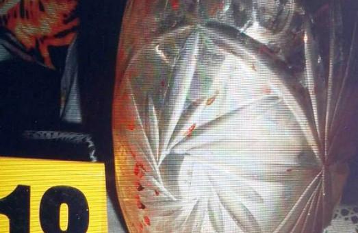 На Харківщині чоловік жорстоко вбив матір і прикопав труп /ФОТО 18+