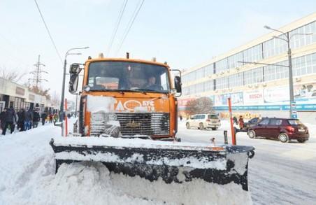 Прибирання снігу в Харкові триває