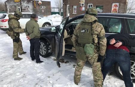 Харківська СБУ припинила постачання «народній міліції ЛНР» автомобілів з «євробляхами»