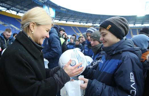 Про що говорили Юлія Світлична та Андрій Шевченко із юними шанувальниками футболу