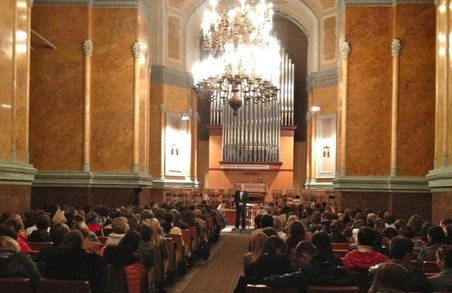 Що готує Харківська філармонія найближчим часом: кастинг для співаків і візит відомого режисера-музиканта Бруно Монсенжона
