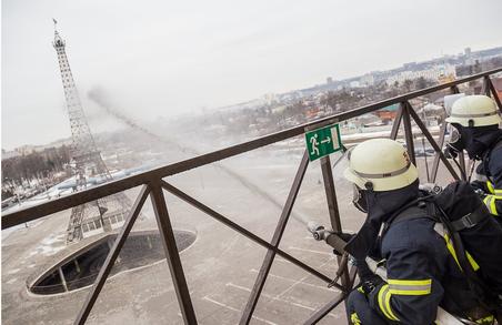 Як проходили пожежно-тактичні навчання у харківському ТРЦ - подробиці
