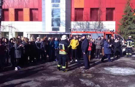 Рятувальники перевірили дитячий ТРЦ у Харкові: відео