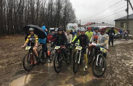 Велопробігом по бездоріжжю: харків'яни накрутили педалями медалей