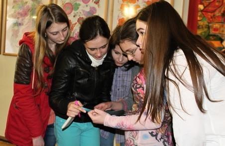 Харківські школярі дізнавалися таємниці Олександра Довженка