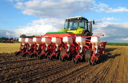 Як проходить посівна на Харківщині: названі кращі райони області