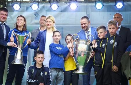 Світлична про кубки УЄФА в Харкові: Любителі футболу, на сьогодні ці кубки - ваші